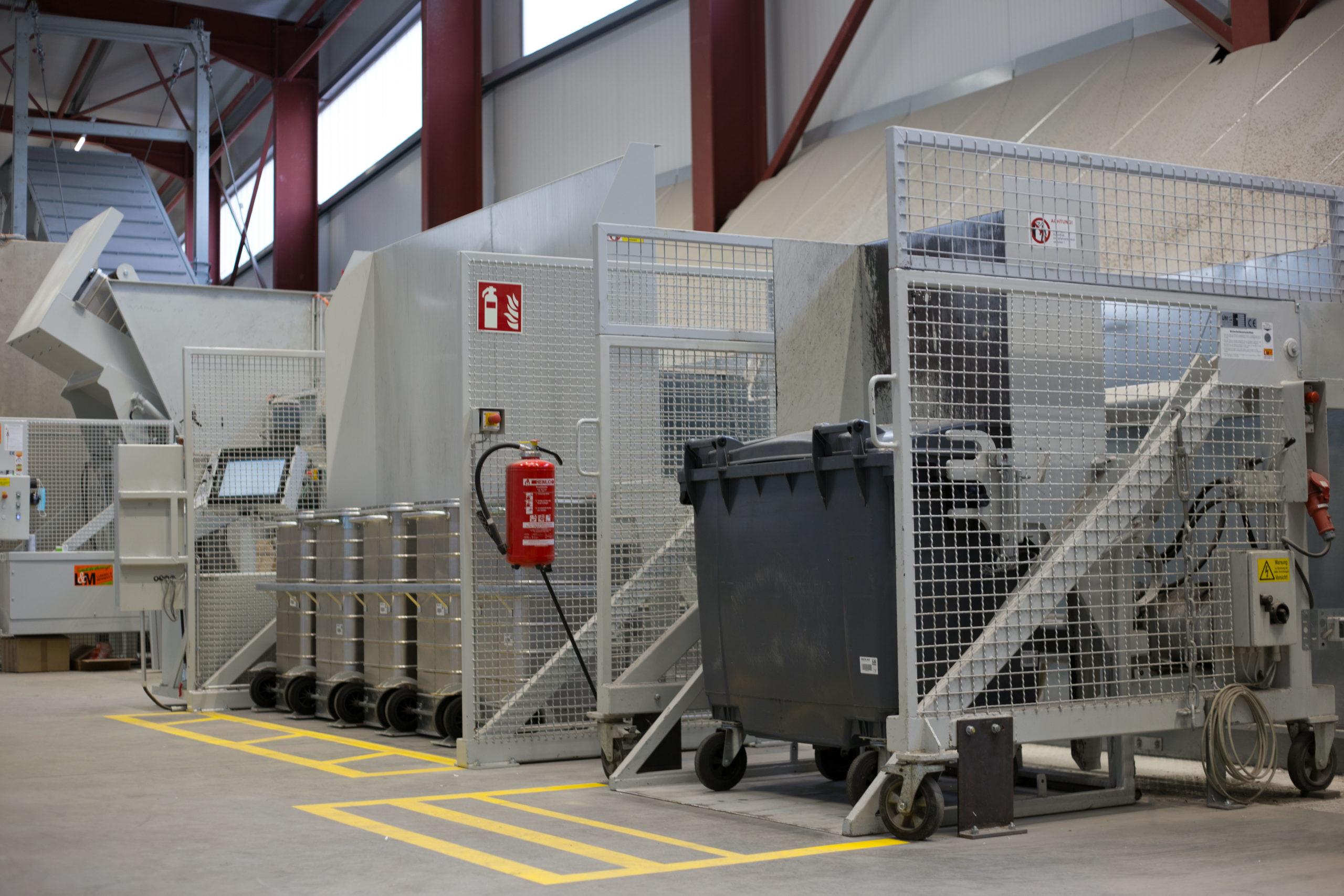 DATA-EX Vernichtungszentrum - Hub-Kipp-Vorrichtung